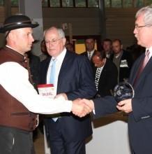 Második díjat nyert az Igazgatóság fekete racka jerke csoportja